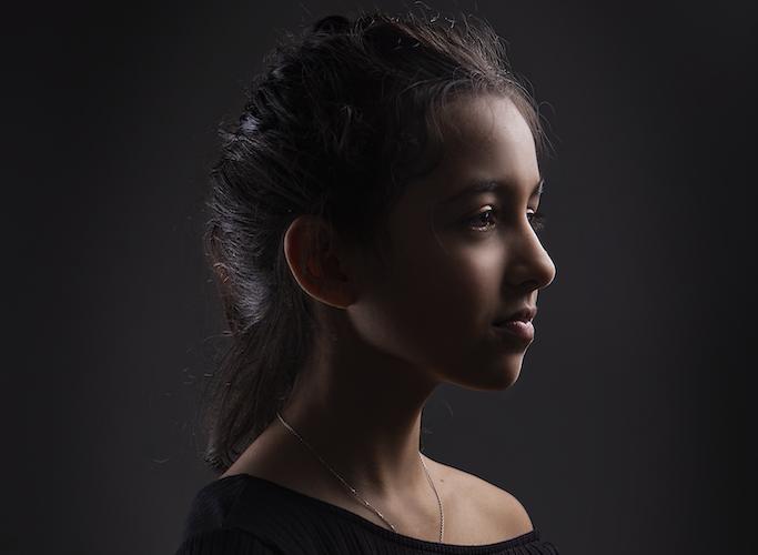 Portrait jeune fille avec effet de lumière